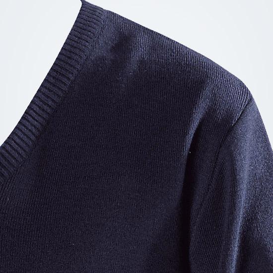 Herren-Pullover-mit-V-Ausschnitt_02